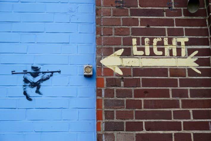 Streetart, Bremen, August 2017, Lichtschalter, Soldat, Armbrust