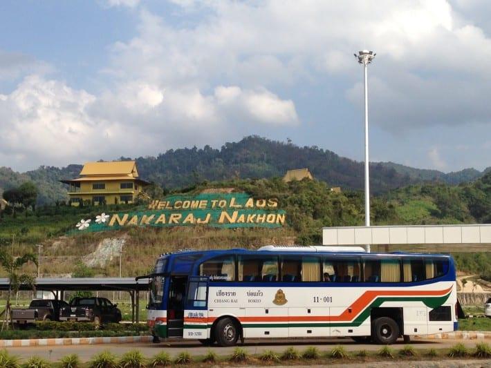 Bus an Grenze zu Laos