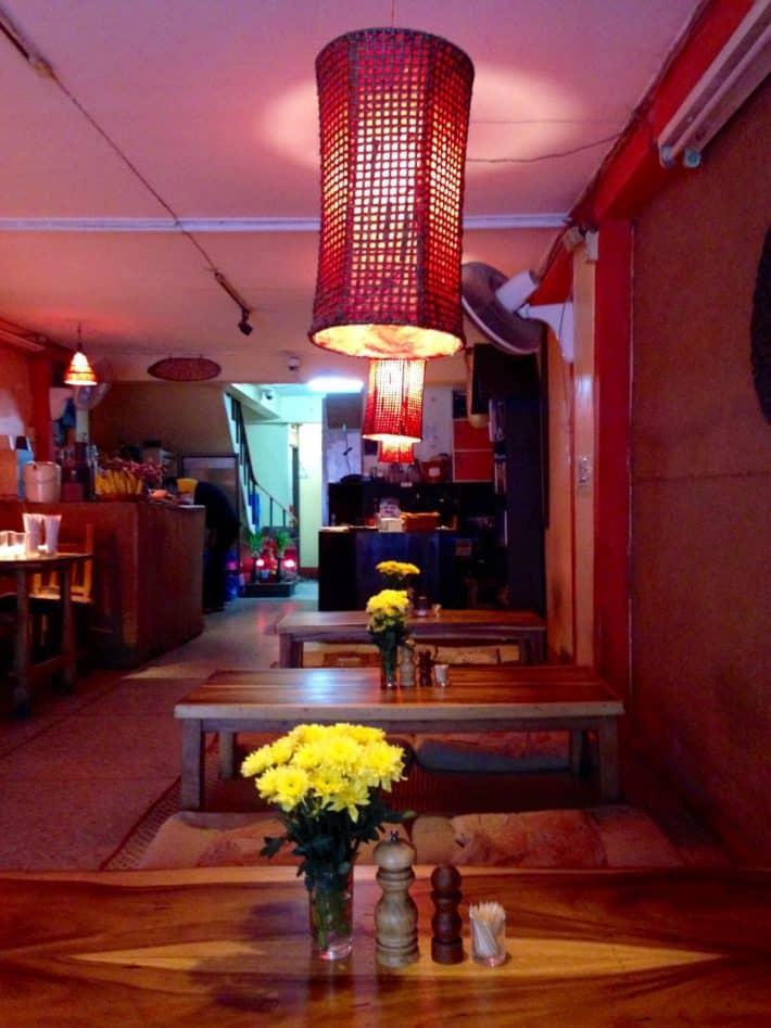 Blick vom Tisch nach draußen im Ethos, Bangkok