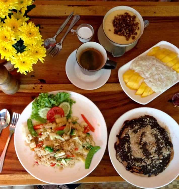 Diverse Gerichte im Ethos, Bangkok