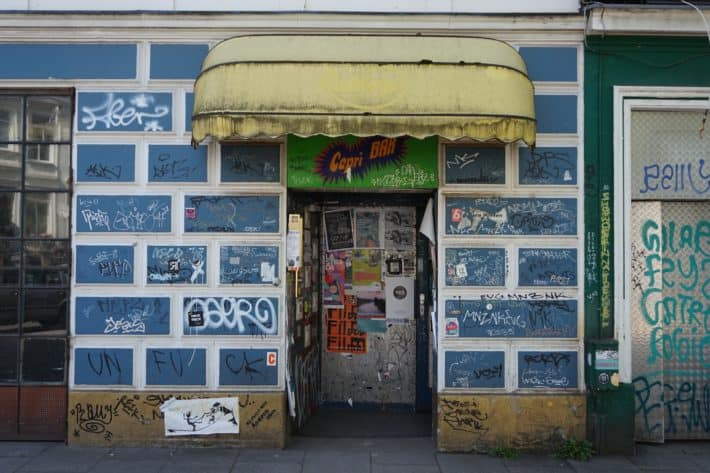 Das Viertel: Eingang zur Capri Bar