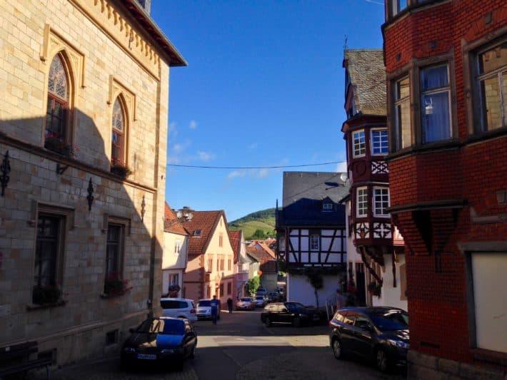 Monzingen, 4. Etappe auf dem Hildegard von Bingen Pilgerwanderweg, Ortskern, alte Fachwerkhäuser