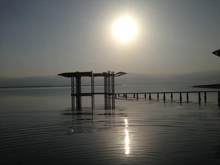 Morgens am Toten meer, Sonne, Strand, Gegenlicht