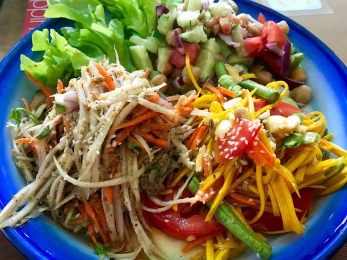 leckere vegane Salatauswahl, Freebird, Chiang Mai, vegan Essen, vegetarisch Essen