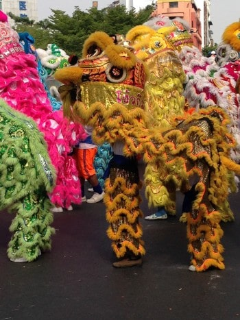Jetzt tanzen die Drachen durch Chinatown