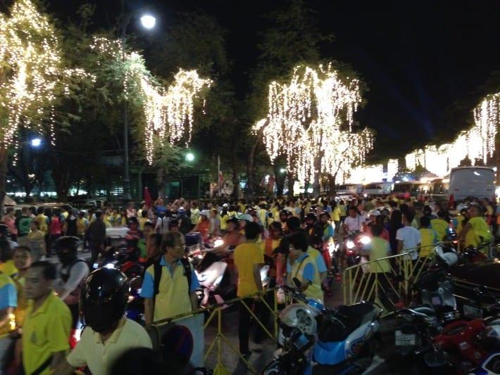 Thailänder vor dem Kings Palace