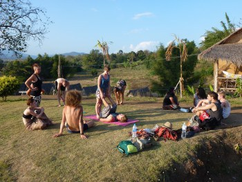 Akro Yoga Circus Pai