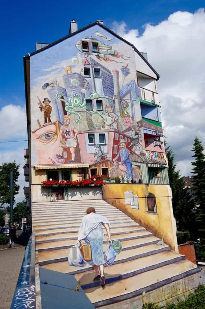 Streetart, August 2017, Düsseldorf, Hausfassade, bunt, Menschen, Streetlife