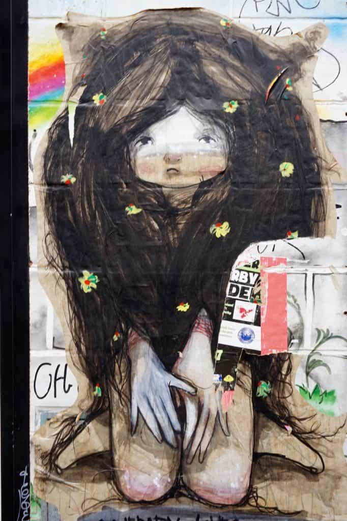 Streetart Berlin Mädchen, lange Haare