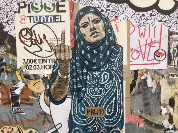 Streetart, Fuckfinger, Wand, Stinkefinger, Berlin, Mai 2018