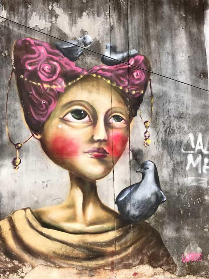 Streetart, Urbanart, Chiang Mai, Thailand, Frau, Porträit, Dame, Taube, Vögel