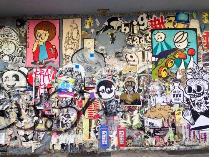 Streetart Foto Juni 2017, Hauswand Niederbarnimstraße, Intimes Kino, ganz viel zu entdecken, Wand ist voller Kunst