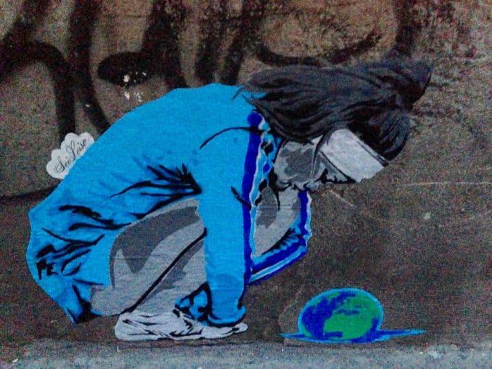 Streetart, Juli 2017, Köln, Weltkugel aus Schnecke, Kind,