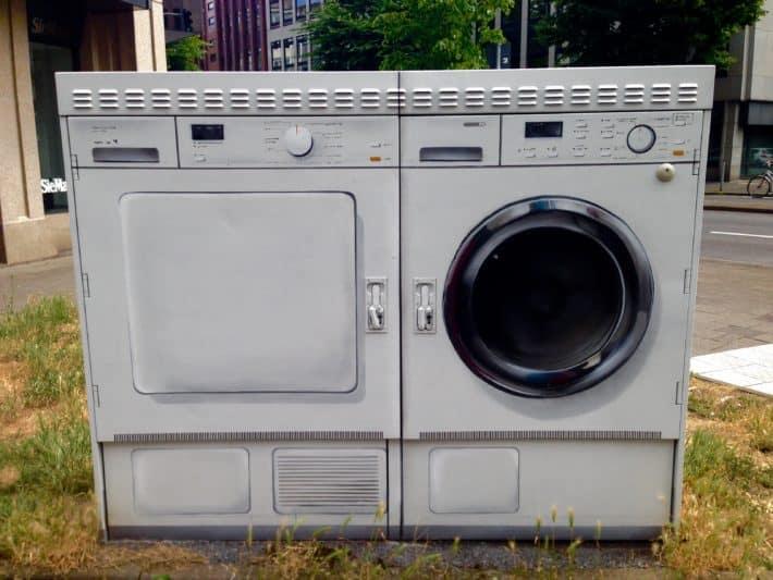 Streetart Düsseldorf 08/2017, Stromkasten oder VErsorgungskasten als Waschmaschine und Trockner besprüht