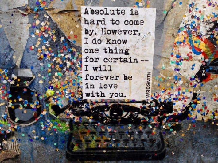 Streetart, Berlin, Schreibmaschine, Konfetti, bunt