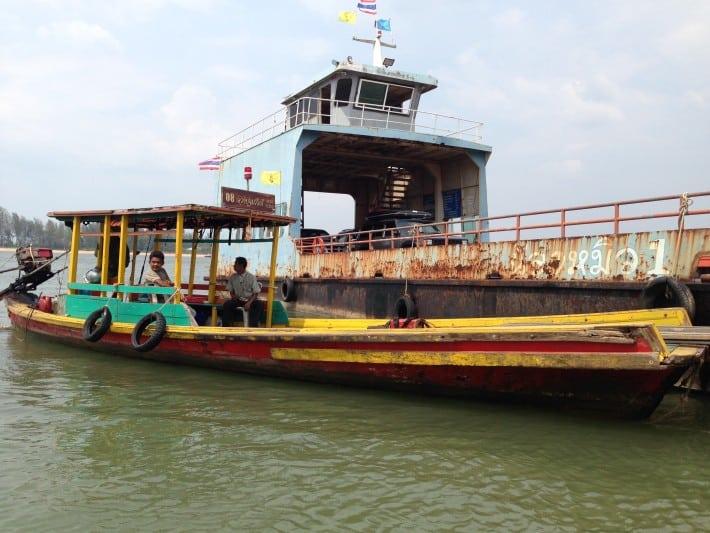 Longtailboot und Fähre Koh Koh Khao