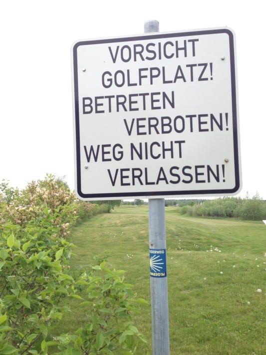 Golfplatz, Hinweisschild