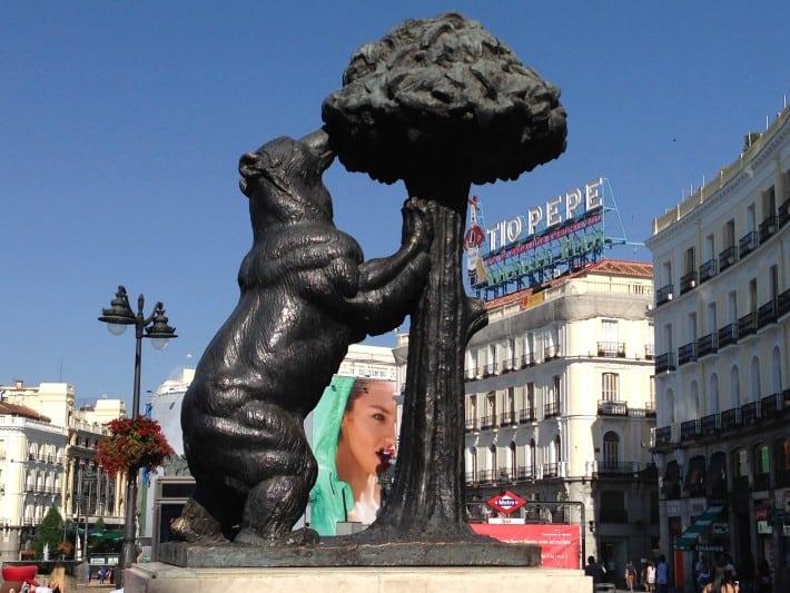 Bär am Erdbeerbaum, Skulptur in Madrid