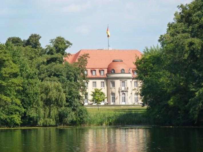 Am Tegeler See, Gebäude vom Auswärtigen Amt