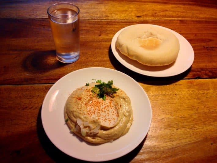 Hummus und Pita Brot im Ethos Bangkok
