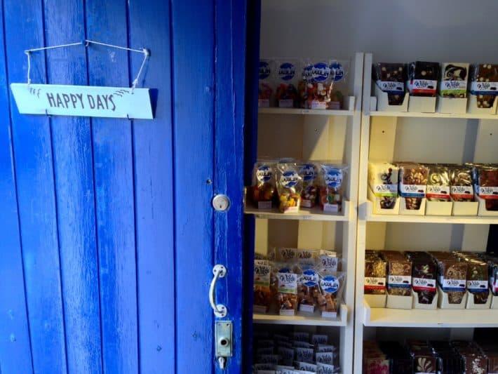 Geschäft in Doolin, blaue Haustüre, sieht schön aus