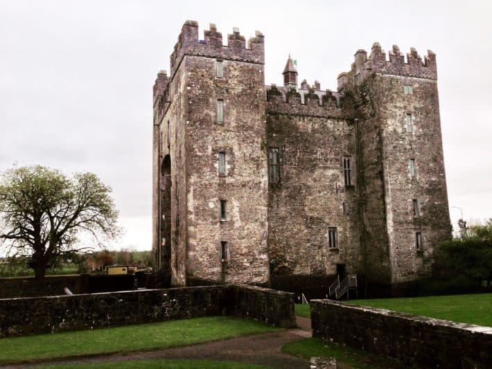 Bunratty Castle vom Bunratty Folk Park aus fotografiert