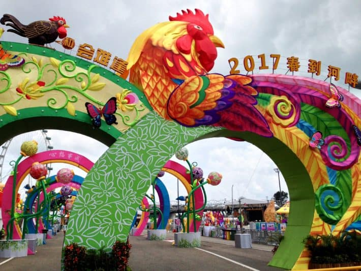 Eingang zu einem Fest zum Chinese New Year in Singapur