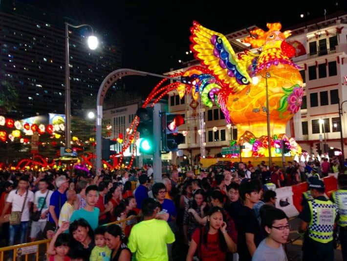 Chinatown, voller Menschen, am Abend, zu Chinese New Year