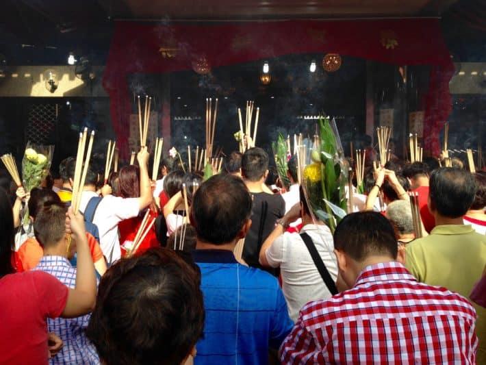 Chinese New Year, Chinesen, beten, Räucherstäbchen, Singapur