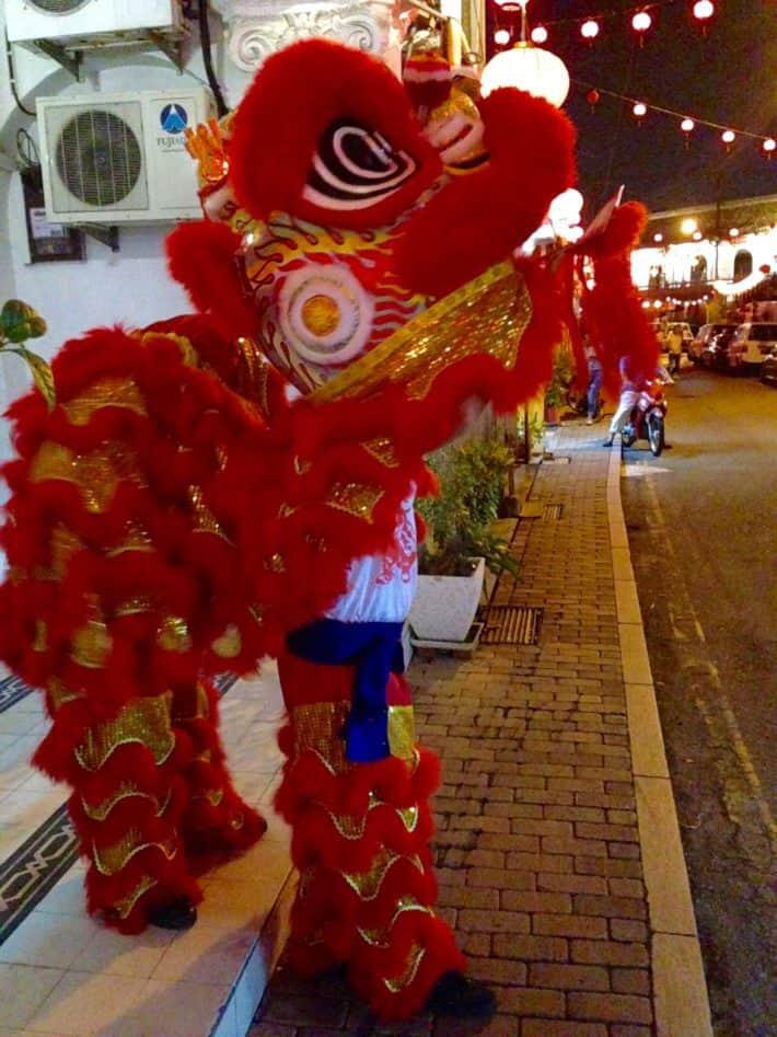 Löwentänzer im Kostüm zu Chinese New Year