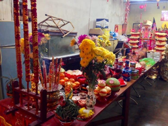 Chinese New Year, Gabenisch, Opfertisch, Essen, Getränke, Melaka, Feuer-Hahn