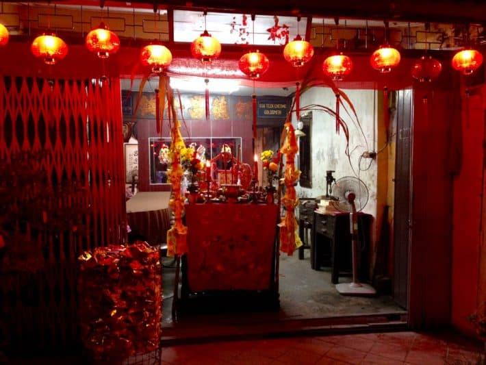 Weiteres Haus, Chinese New Year, Melaka, Gabentisch, rot, gold geschmückt