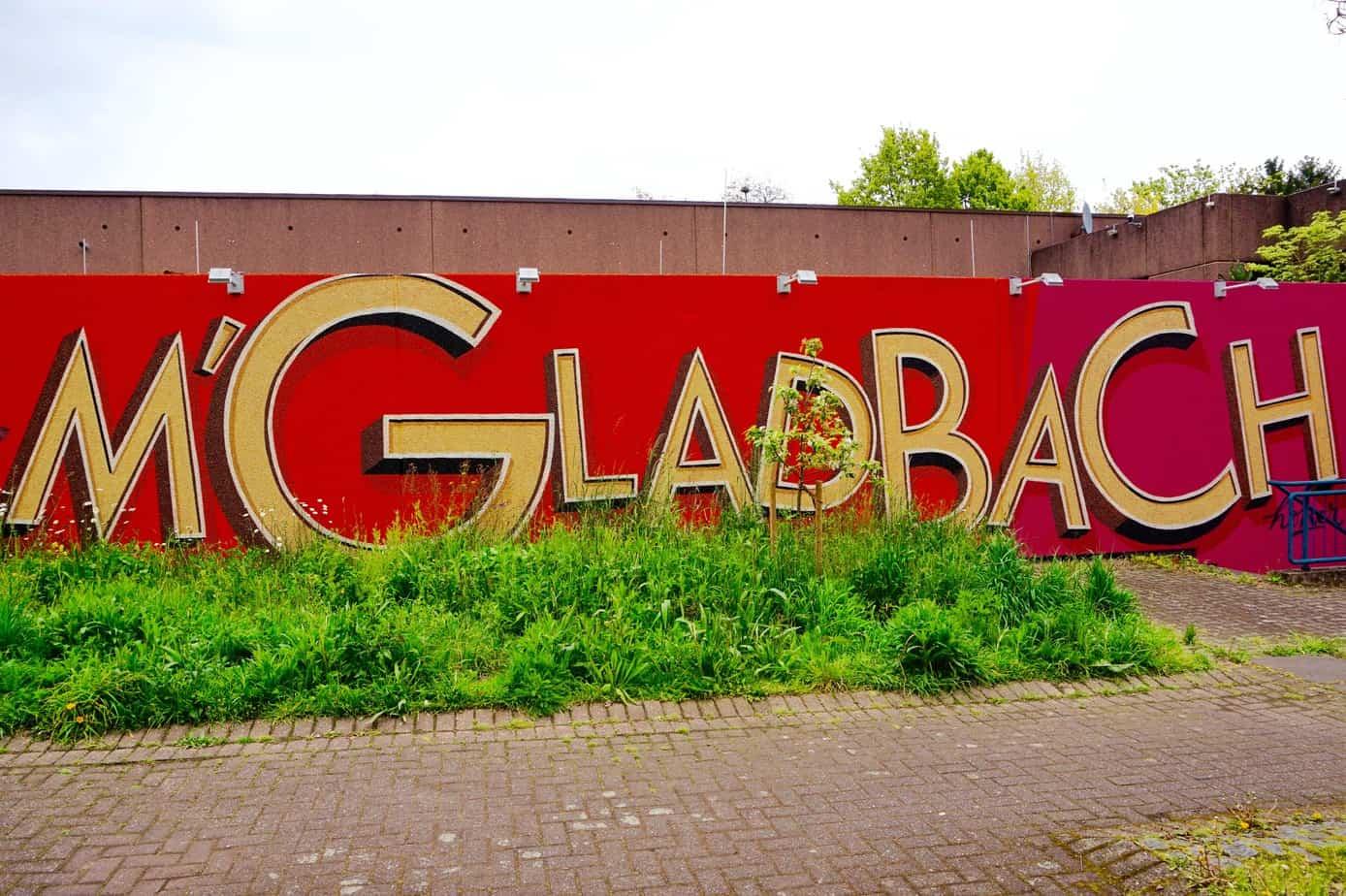 Mönchengladbach Titelbild, Graffiti, Rot, Schulwand