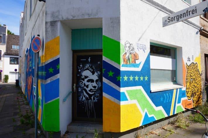 Das Viertel, Streetartfoto,Straße heißt Sorgenfrei