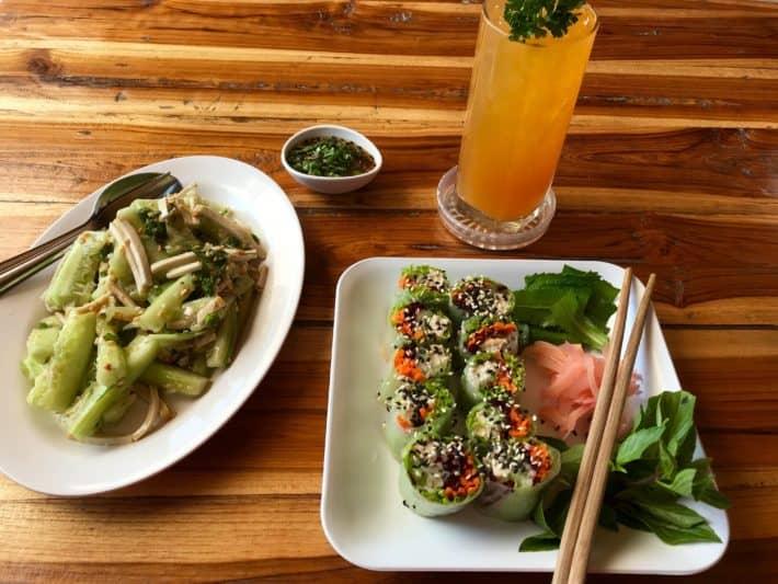 vegetarisches Essen, Chiang Mai, veganer Gurkensalat, vegetarische Sommerrolle