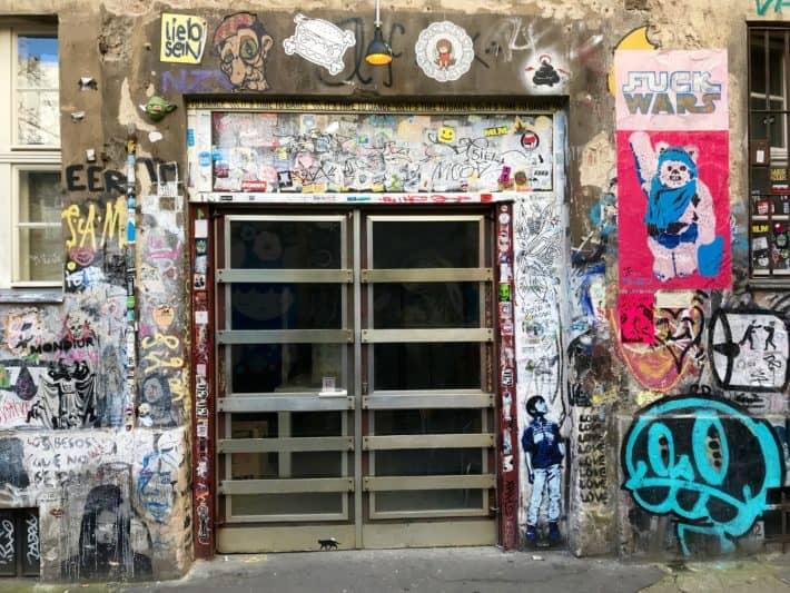 Streetart, Türe, Fenster, Stencils, Sticker, Cut Outs, bunt