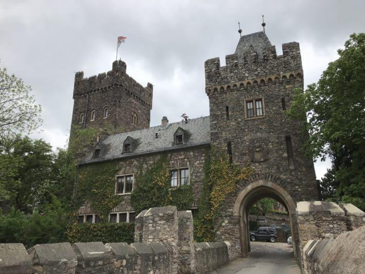 Binger Hildegardweg, Burg Klopp, Burgansicht von außen, Torbogen
