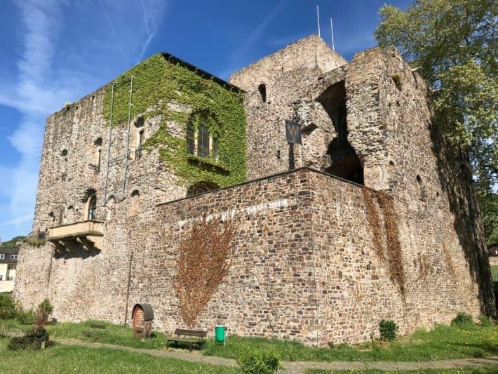 Rüdesheimer Hildegardweg, Brömserburg, alte Burg, Rüdesheim am Rhein