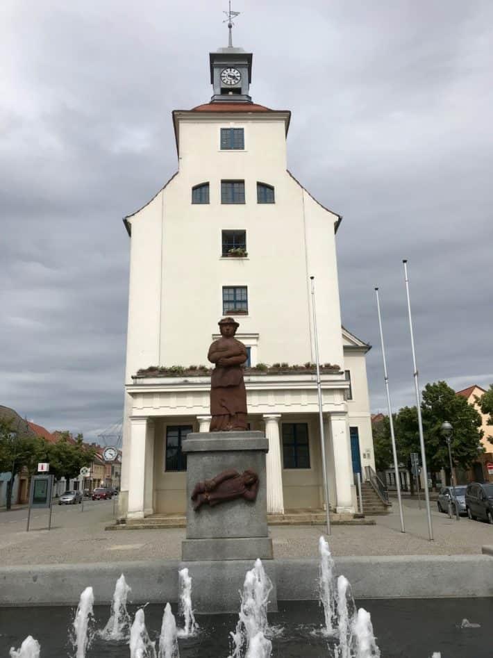 Mariechenbrunnen, Rathaus, Treuenbrietzen, 4. Etappe der Via Imperii