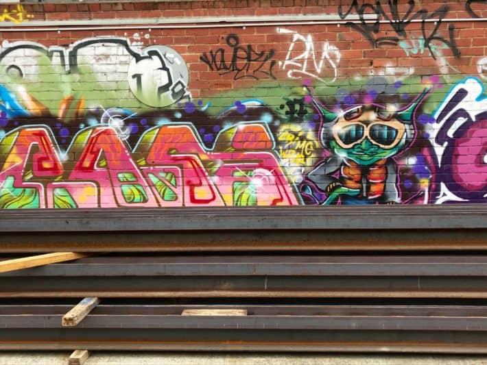 Streetart, Hobart, Hinterhof, bunt, Sprayart, Graffiti, Urbanart